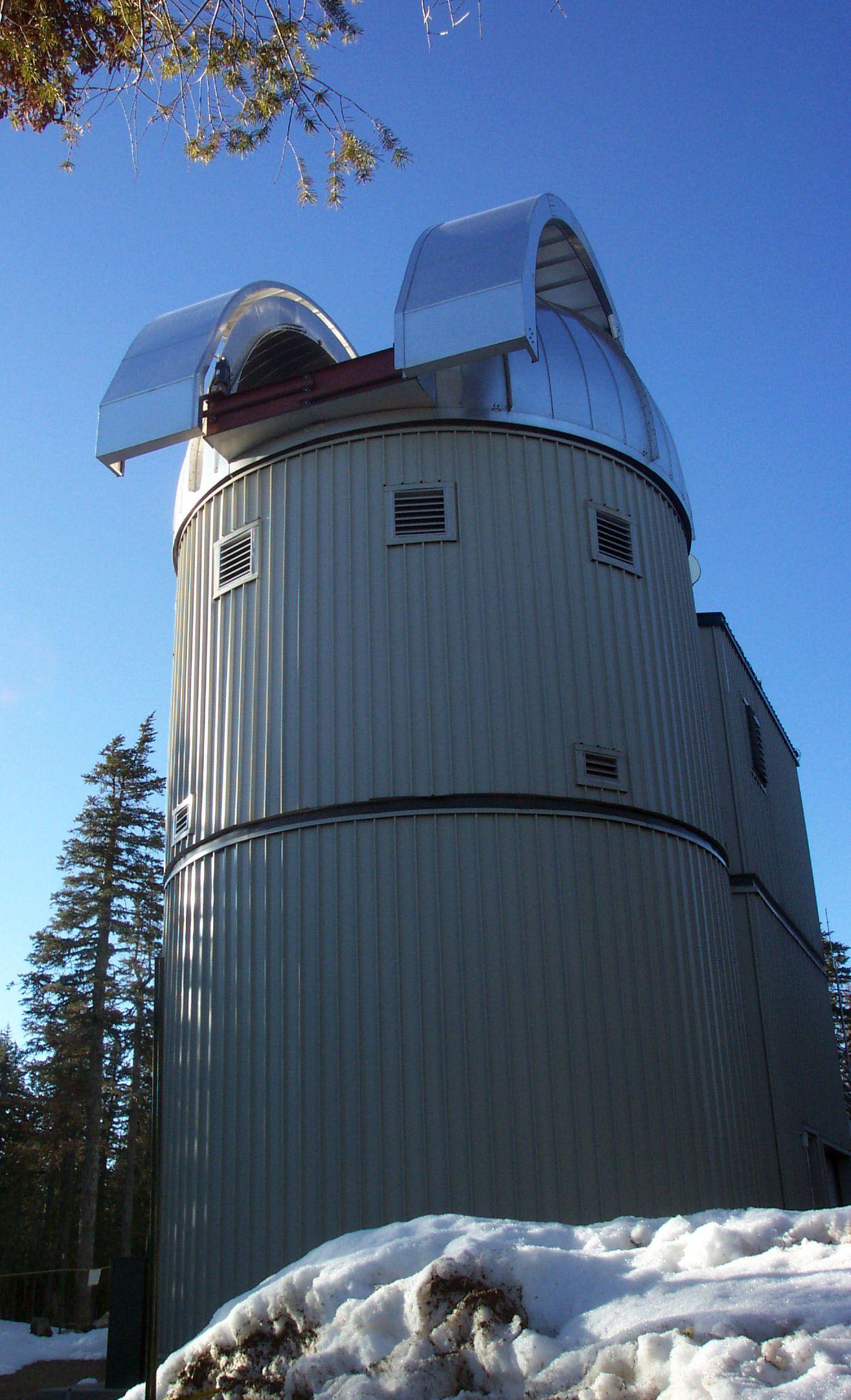Vatican Advanced Technology Telescope (VATT) in Winter