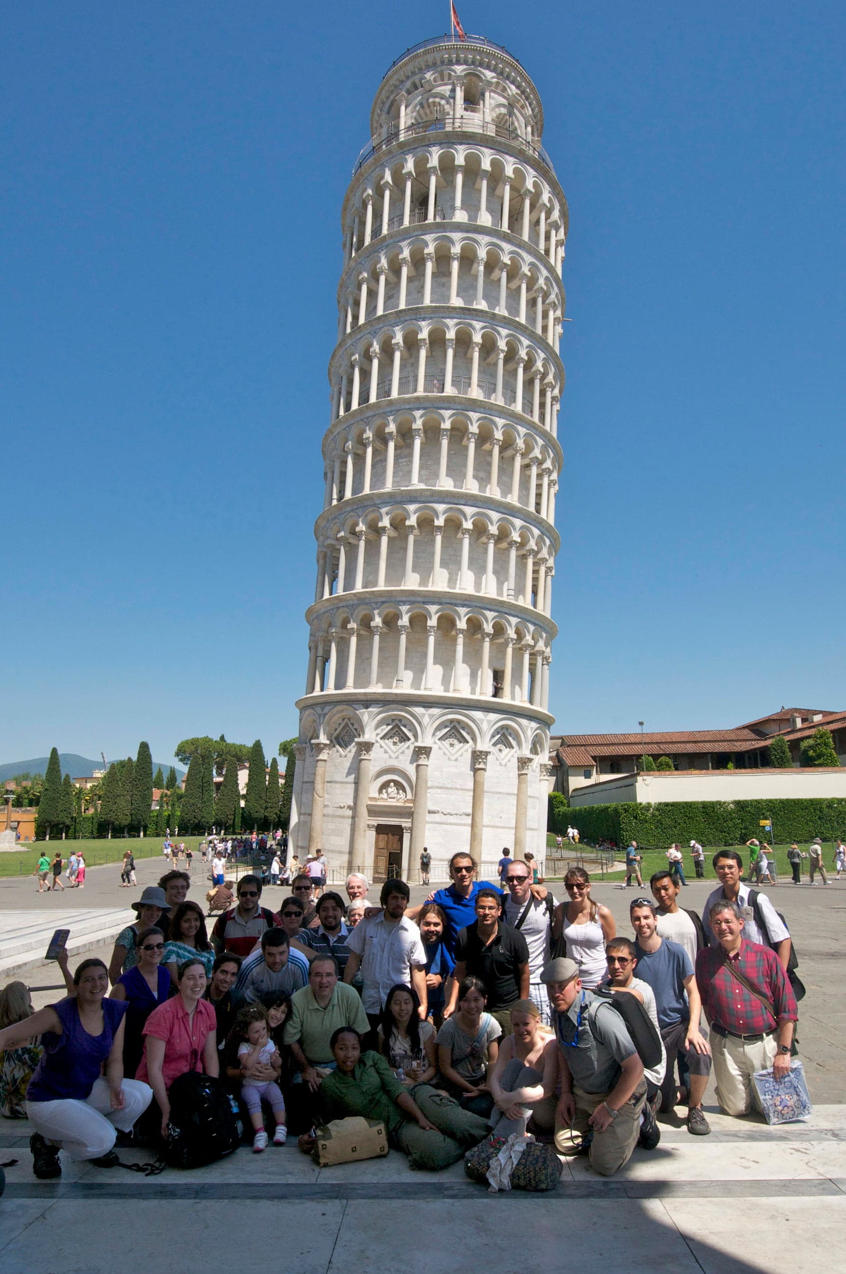 Students in front of Leaning Tower of Pisa