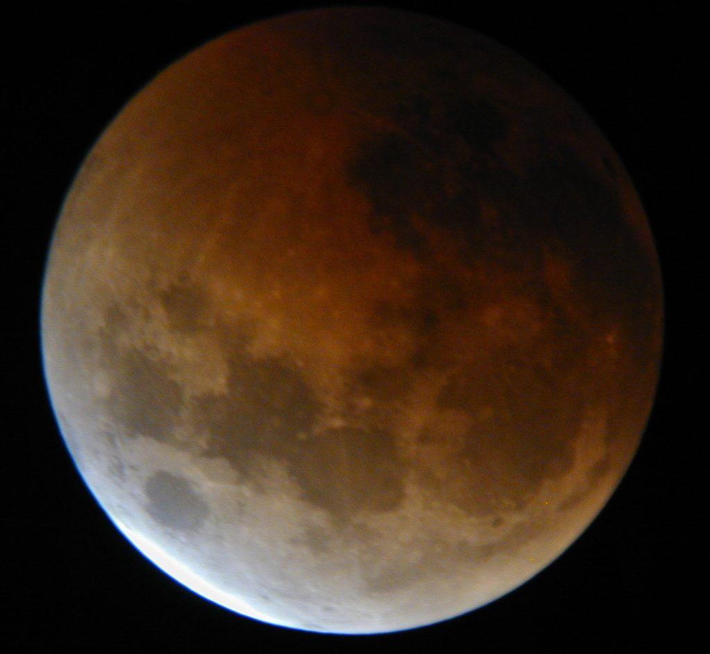 Total Lunar Eclipse Oct. 26, 2004. Image credit: Bob Trembley