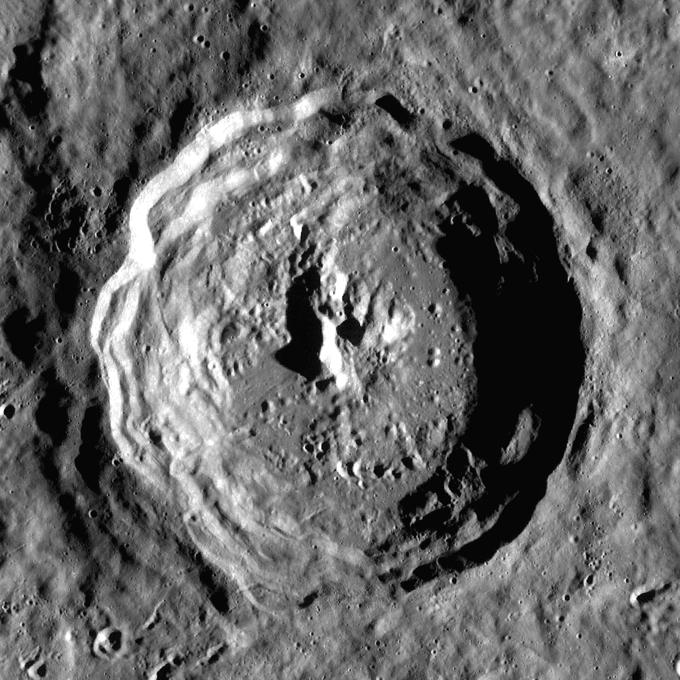 Eratosthenes crater