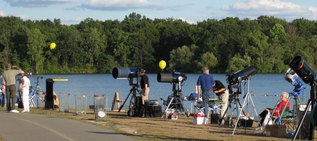 Telescopes galore along the lake at the Kensington Astronomy at the Beach event. Credit: Jon Blum.