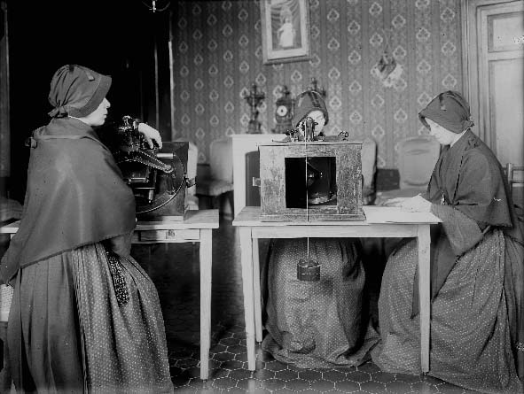 Sisters of the Child Mary measured star positions for the Vatican Observatory's Carte du Ciel project. But who were they? What were their names?