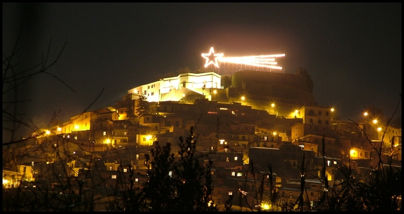 This electric comet in Rocca di Papa can be easily seen across Lake Albano in Castel Gandolfo every Christmas. (from www.trekearth.com)